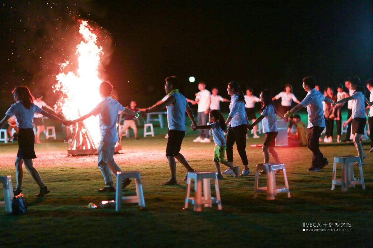 长达4个小时的领奖大会,终于结束了,接下来就是放松嗨场的篝火晚会